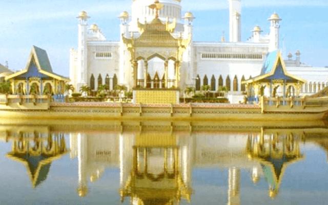 masjid Sultan Ali Saifuddien, sumber foto: idesignarch.com