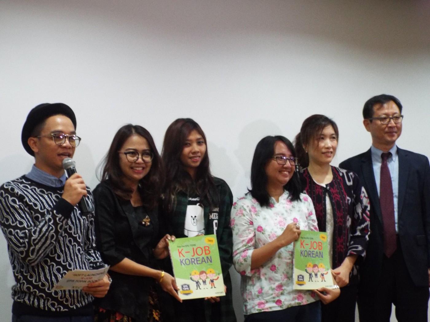 Para pengisi acara dan pemenang kuis di acara K-JOB EPS TOPIK