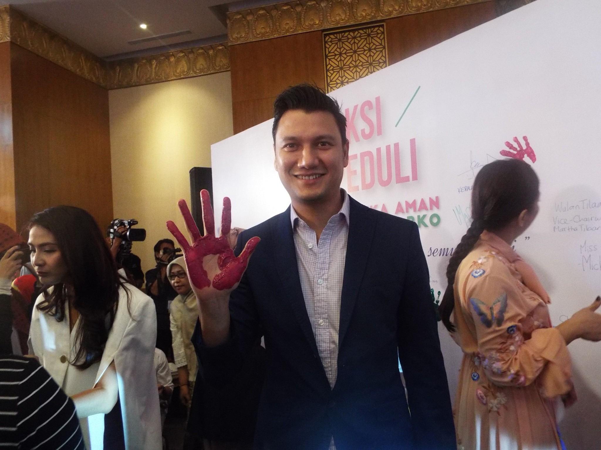 Cristian Sugiono salah satu artis pendukung aksi peduli kosmetik aman