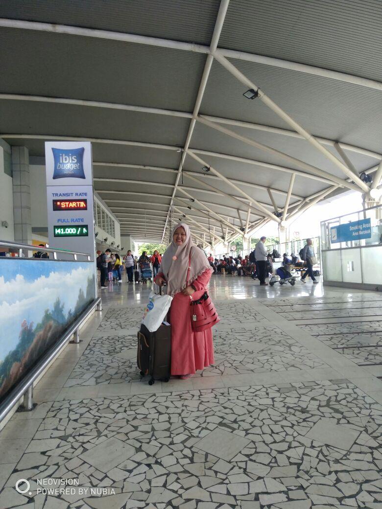 Sampai di Bandara Sultan Hasanudin disambut hujan