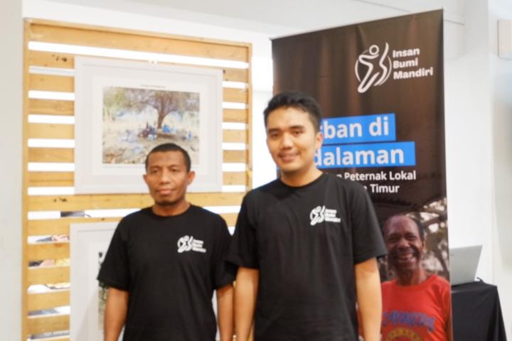 Ustadz Kadir Jaibakal (Kiri) dan Direktur IBM Ridwan Hilmi (kanan)