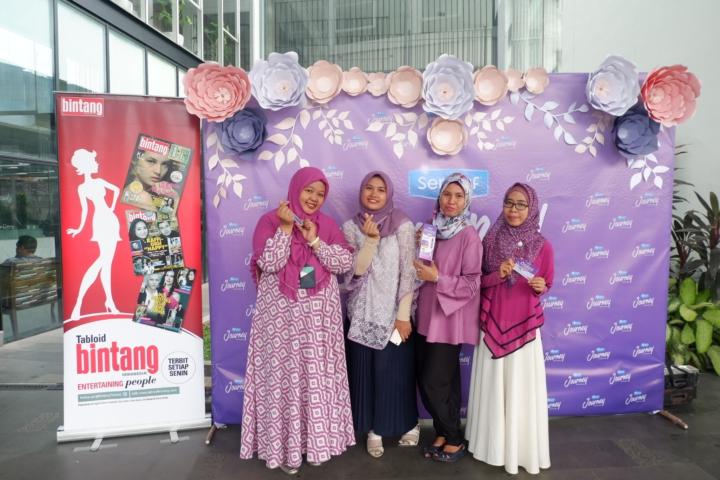 Bersama mom yang turut hadir di acara ini