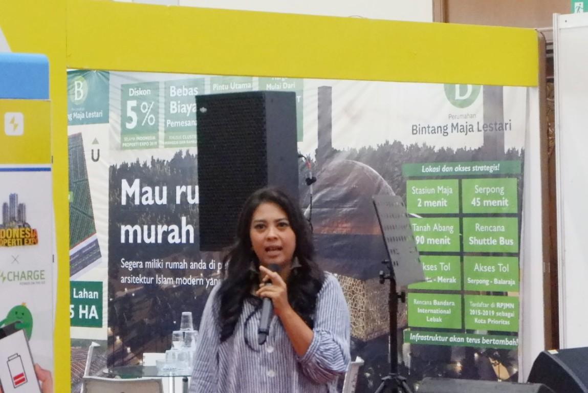 Speaker 1 Mbak Adelya
