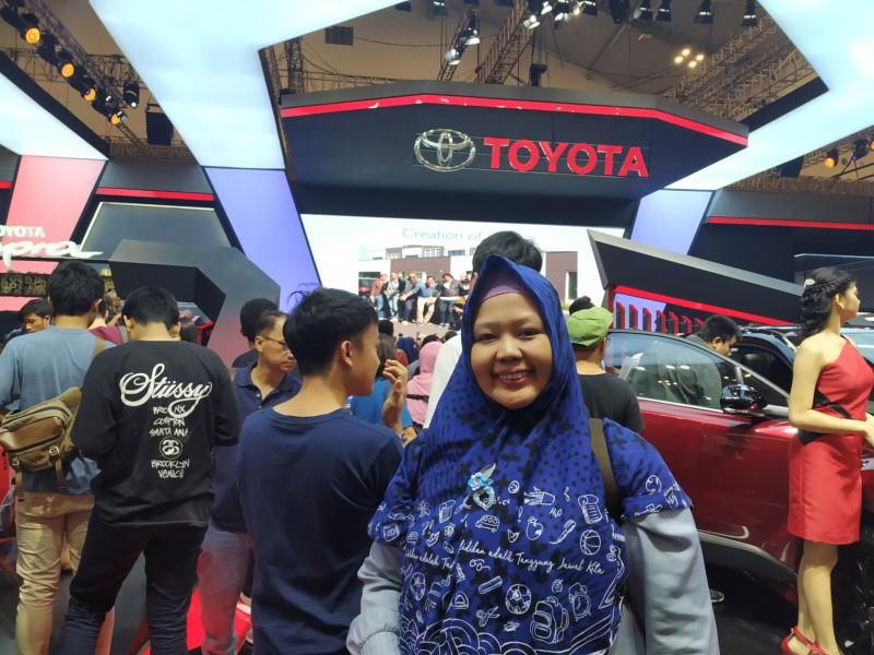 Ramai banget pengunjung di Booth Toyota