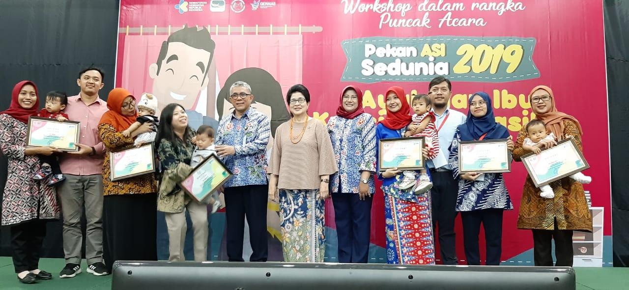 Ibu Mentri Nila F Moeloek Bersama para pemenang Ibu Asi