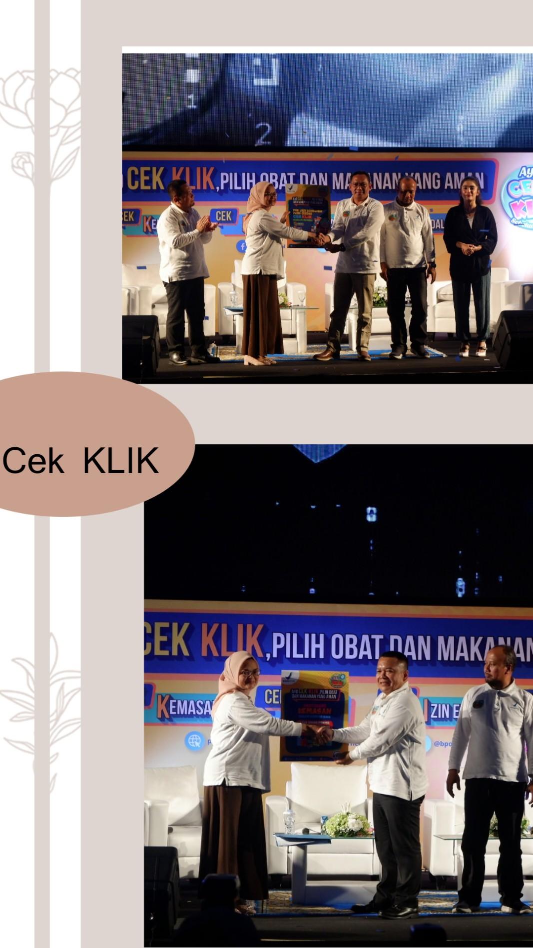 Pemberian plakat kepada panelis yg hadir