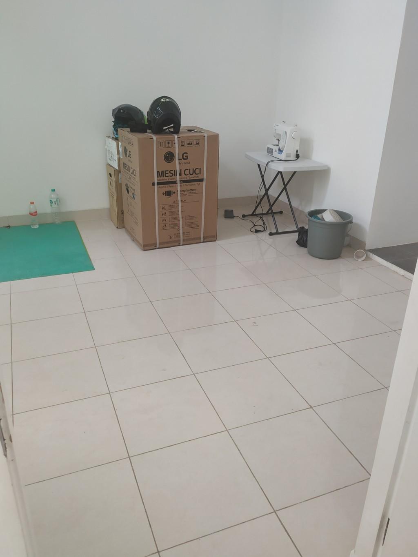 Ruang tamu sebelum dibersihkan